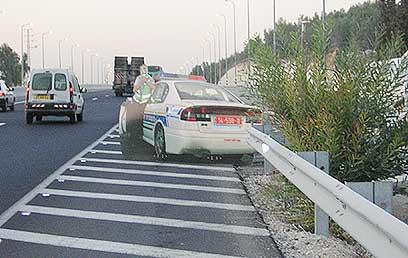 ניידת הקרטון של המשטרה - יעילות מוכחת (צילום: משטרת ישראל) (צילום: משטרת ישראל)