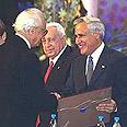קישון מקבל את פרס ישראל על מפעל חיים, 2002