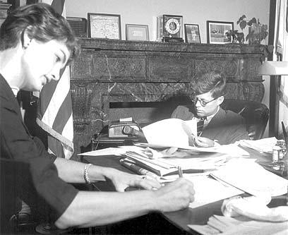 קנדי וטאפט היו היחידים להיקבר בבית העלמין הלאומי ארלינגטון. עם הרעיה ג'קלין (צילום: איי פי) (צילום: איי פי)