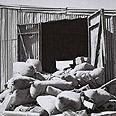 מחסן הפוך בקיבוץ דורות לאחר שחיילים בריטים חיפשו סליקים וכלי נשק, 1946