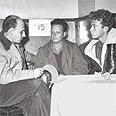 יגאל אלון (במרכז) בישיבה עם יגאל ידין (משמאל) ויצחק רבין