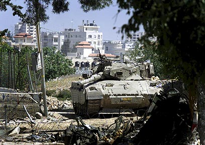 Israeli tank in Ramallah during Intifada (Photo: Reuters)