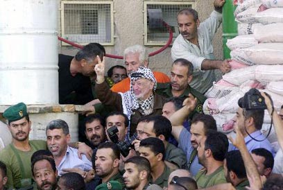 Arafat in the PA's headquarters in Ramallah. An enemy one day, a negotiations partner the next (Photo: AP)