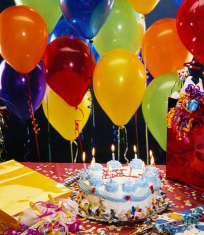 אין לה כוח לנפח בלונים במסיבת יום הולדת (צילום: סי די בנק) (צילום: סי די בנק)