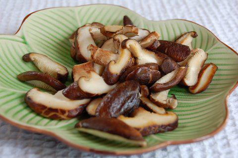 בטעם כמו של בשר - פטריות (צילום: יעל גרטי) (צילום: יעל גרטי)