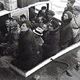 העלייה החמישית גרמה לצמיחה כלכלית מהירה במגזר היהודי. עליית הנוער מגרמניה בנמל חיפה, 1934