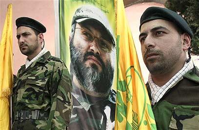 כרזה עם דמותו של מורנייה בטקס בלבנון                      (צילום: AP) (צילום: AP)