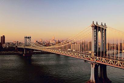 """""""הוא אולץ להתחתן"""". החתן הטרי קפץ מהגשר לתוך נהר הארלם (צילום: ויז'ואל/פוטוס) (צילום: ויז'ואל/פוטוס)"""