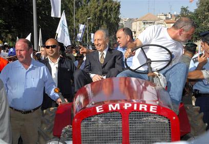 Visiting Ben Shemen as president (Photo: Avi Ohayon, GPO)