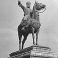 פסלו של איברהים פחה בקהיר