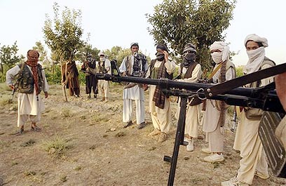 Taliban fighters in Pakistan (Archive photo: AP)