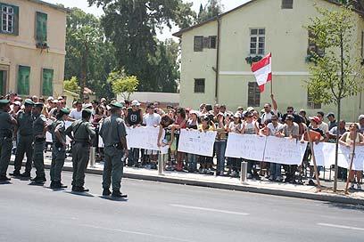 """הפגנה של משפחות אנשי צד""""ל מול משרד הביטחון, ארכיון (צילום: עופר עמרם) (צילום: עופר עמרם)"""