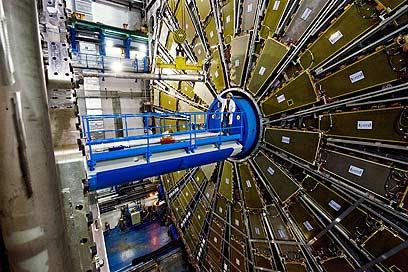 מאיץ (צילום: המרכז למחקר גרעיני של האיחוד האירופי (cern))