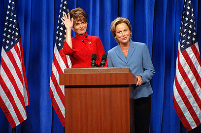 "טינה פיי כשרה פיילין ב""סאטרדיי נייט לייב"" (צילום: AP) (צילום: AP)"