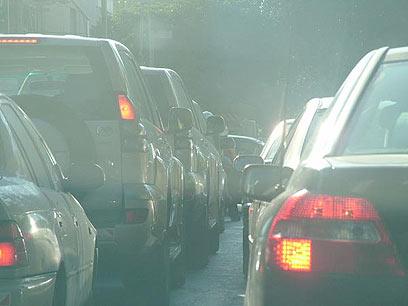 דוח ה-OECD: ישראלים רוכשים יותר מכוניות חסכוניות מבעבר (צילום: עופר מאיר) (צילום: עופר מאיר)