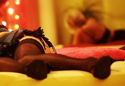 אצל זונות לעיתים הבית הוא מקום העבודה (צילום: AFP) (צילום: AFP)
