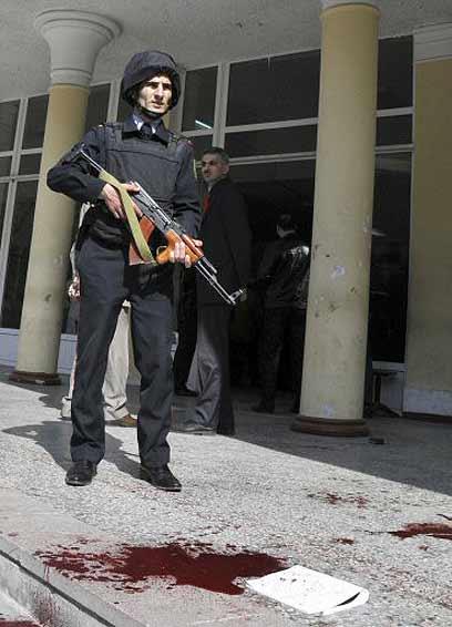 """""""כמו קזבלנקה של מלחמת העולם ה-2"""". איש כוחות הביטחון באזרבייג'ן (צילום: רויטרס) (צילום: רויטרס)"""