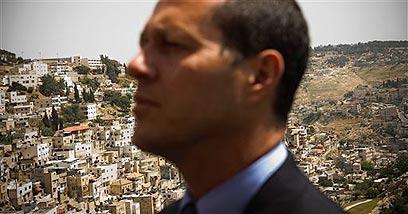 """ניר ברקת במזרח ירושלים. """"הסדר טכני"""" (צילום: AP) (צילום: AP)"""