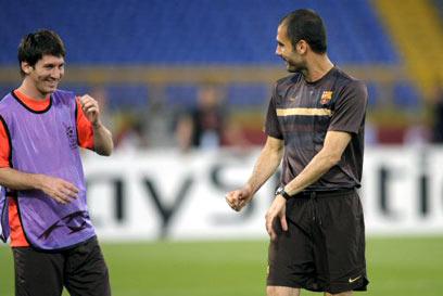 גוורדיולה עם מסי. המאמן התערב במחלוקת (צילום: AFP)