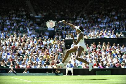 אתלטיות שלא נראתה כמוה בטניס הנשים (צילום: AFP) (צילום: AFP)