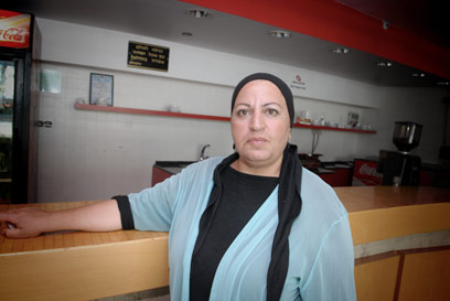A female kashrut supervisor in Bat Yam (Photo: Kobi Koanks/Archive)