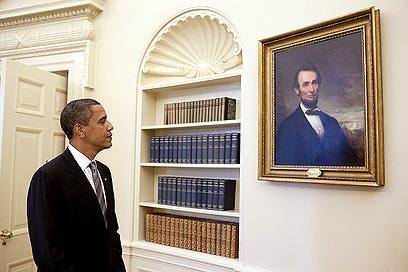 לינקולן לא למד במכללה, לאובמה תארים במדע המדינה ובמשפטים (צילום: פיט סאוזה, הבית הלבן) (צילום: פיט סאוזה, הבית הלבן)