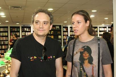 מוזיקאי עושה הכל. יזהר אשדות עם רונה קינן   (צילום: יוני רייף) (צילום: יוני רייף)
