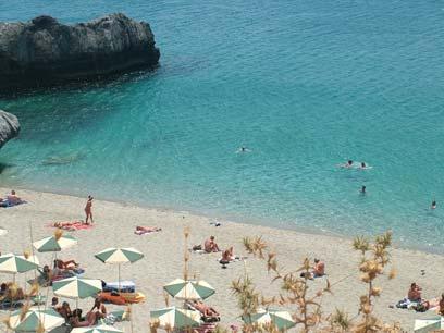 אף אחד לא מרים גבה למראה העירום. חוף נודיסטים בכרתים  (צילום: שלומית שרביט) (צילום: שלומית שרביט)