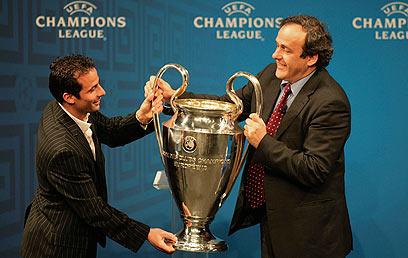 פלאטיני עם גביע ליגת האלופות הנוצץ (צילום: Gettyimages Imagebank) (צילום: Gettyimages Imagebank)