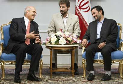 אל-בראדעי עם נשיא איראן אחמדינג'אד (צילום: רויטרס) (צילום: רויטרס)