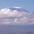 ועד מזרח אפריקה. בשוליו התרוממו הרים, בהם הר הקילימנג'רו  (בתמונה)