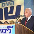 אריאל שרון בנאום הניצחון בבחירות 2003.