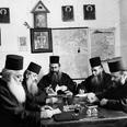 נזירים יוונים בכנסיה המזרחית האורתודוכסית באתוס