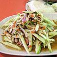 סלט מנגו חמוץ חריף, אוכל תאילנדי. צילום: גיא רובננקו