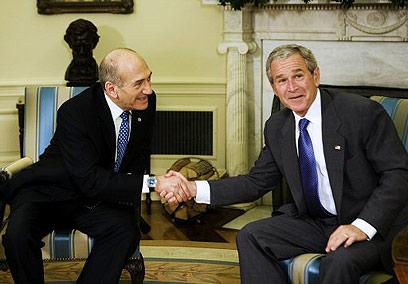 בוש ואולמרט בבית הלבן (צילום: איי אף פי) (צילום: איי אף פי)