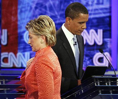"""אובמה נגד קלינטון ה""""מפלצת"""" בפריימריז הדמוקרטיים ב-2007 ()"""