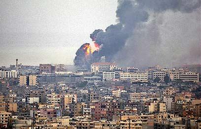 Israeli strike in Beirut, Second Lebanon War (Photo: AP) (Photo: AP)
