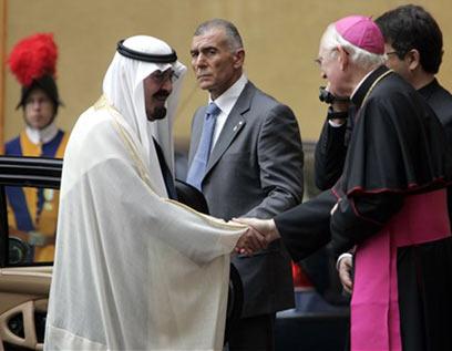 Pope meets Saudi King Abdullah (Photo: AP)