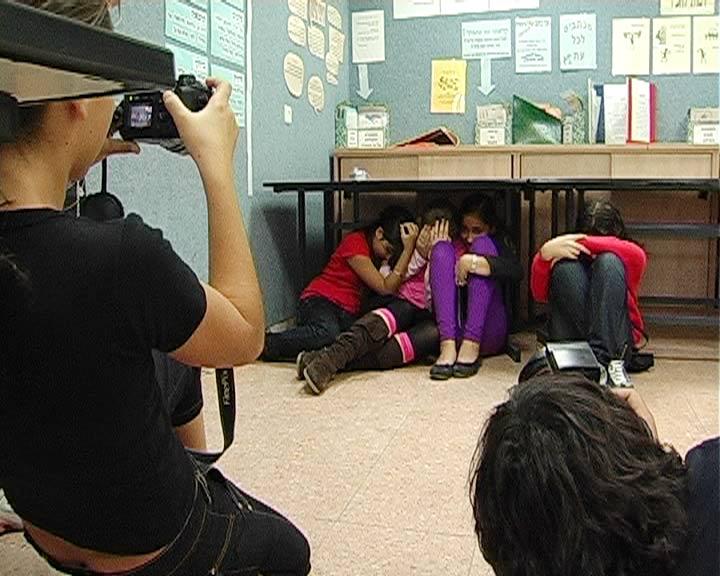 Students at Sderot hiding (Photo: Yonatan Tzur)