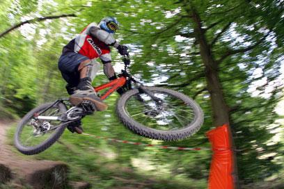 """אופני """"דאון היל"""" לרכיבת שטח (צילום: ג'ון גיבסון) (צילום: ג'ון גיבסון)"""