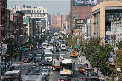 שכונת הארלם במנהטן. מי שמשלם 100 דולר בחודש נהנה - על חשבון אחרים (צילום: איי פי) (צילום: איי פי)
