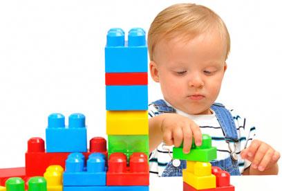 הוא בנה מגדל בלגו? תתפעלו מכל הלב (צילום: shutterstock) (צילום: shutterstock)