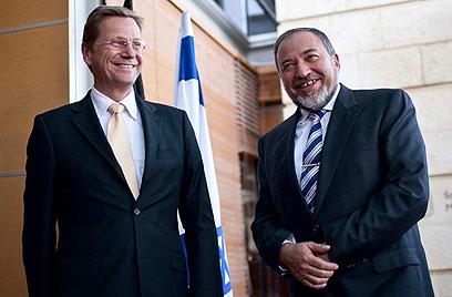 """עם שר החוץ הגרמני, """"חייכן אך קשוח"""" (צילום: נועם מושקוביץ) (צילום: נועם מושקוביץ)"""