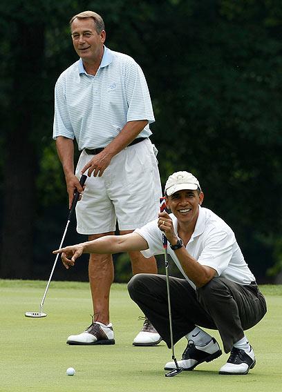 אובמה וביינר משחקים גולף. ידידות גדולה לא יצאה מזה (צילום: רויטרס) (צילום: רויטרס)