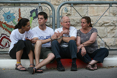 The Shalit family  - heavyhearted (Photo: Gil Yohanan)