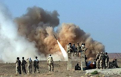 """תרגיל איראני בשיגור טילי זילזאל. """"איום אדיר"""" (צילום: EPA)"""