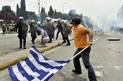 פצצת זמן. מהומות באתונה, יוני 2011 (צילום: AFP) (צילום: AFP)
