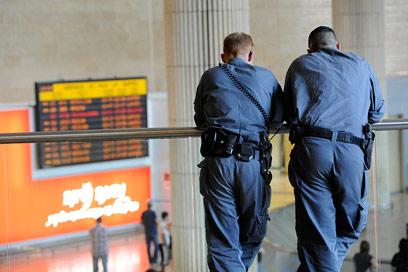 פגיעה מיידית בפריסת ניידות ושוטרים (צילום: דודו אזולאי) (צילום: דודו אזולאי)