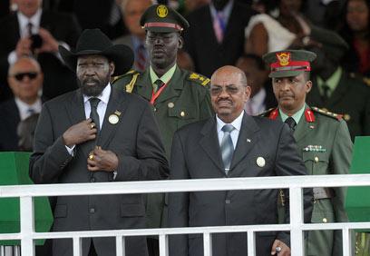 קיר ואל-באשיר בהכרזת העצמאות. כבר אז היו בעיות  (צילום: AFP) (צילום: AFP)