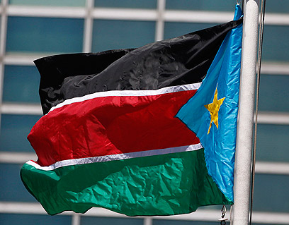 דרך חדשה. דגל דרום סודן (צילום: רויטרס)